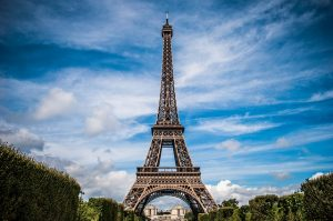 cc/Pixabay https://pixabay.com/fr/tour-eiffel-france-paris-paysage-975004/